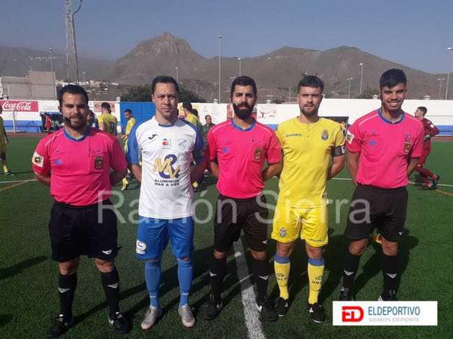 Trío arbitral y capitanes del encuentro, CD Buzanada vs UD Las Palmas C.