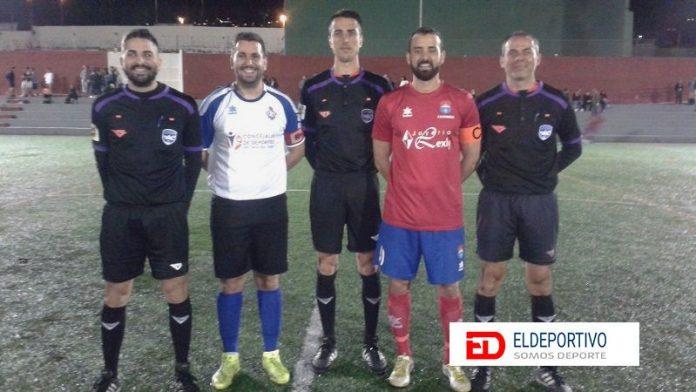 Trío arbitral y capitanes del encuentro Candela vs Santiago del Teide.