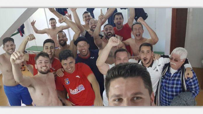 Celebración del San Andrés ante su victoria frente al Atl. Pinar.