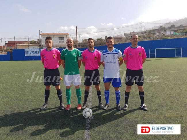 Trío arbitral y capitanes del encuentro, UD Cruz Santa vs CD Guancha.