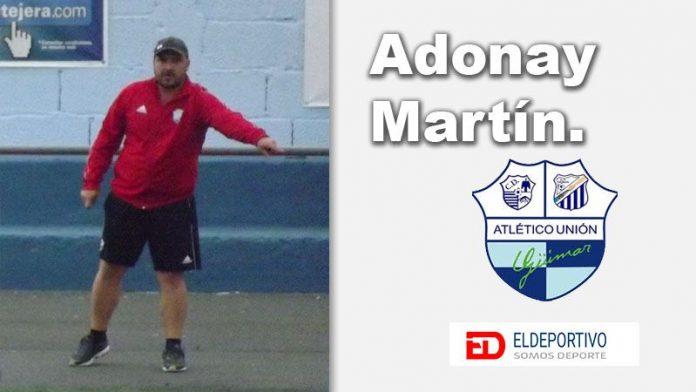 Adonay Martín dirigiendo al AUGüimar.