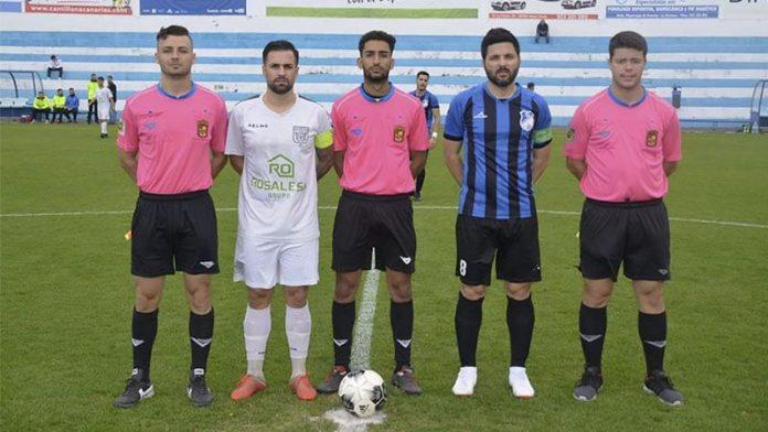 Trío arbitral y capitanes, en el encuentro Orotava vs Arguijón (La Preferente, año 2019, jornada 25)
