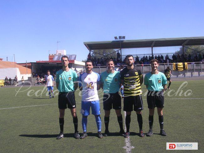 Capitanes del Atlético Tacoronte y el Buzanada junto a el Trío Arbitral.