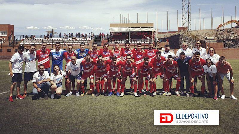 El Santos Reyes celebra que han quedado los terceros en la tabla.