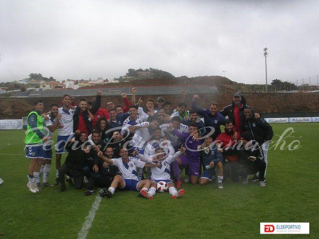 El Tenerife B en celebración.