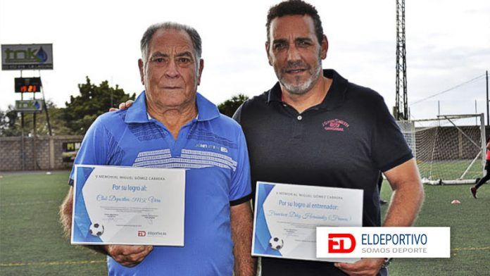 Distinción al TNK CD Vera y a su entrenador por subir a Tercera División.