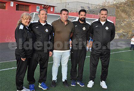 Foto del equipo técnico y presidente del C.D. Sauzal.