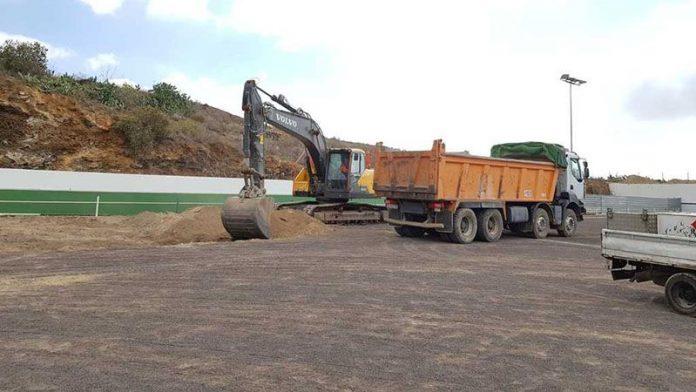 Comienzan las obras en el campo de fútbol de El Roque.