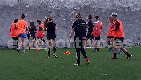 Secuencia de un encuentro del Costa Adeje Club de Fútbol femenino.
