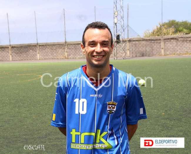 Foto de Óscar, mayor goleador del encuentro.
