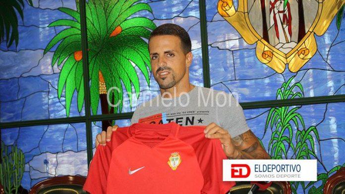 Presentación de Víctor Añino ( Vitolo ) como nuevo jugador del CD Santa Úrsula.