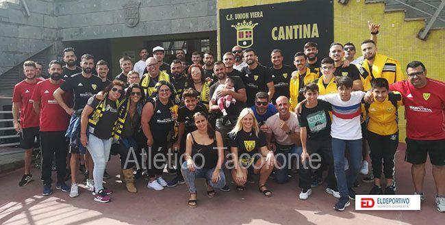 Peña del Atlético Tacoronte en el campo del Unión Viera.