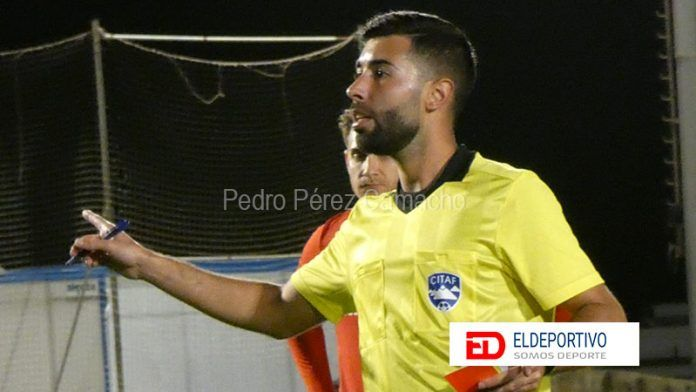 David, fue uno de los fundadores del Atlético Restinga y ha desempeñado varias funciones en el club como entrenador, Director Deportivo y jugador. Ahora coge el testigo nuevamente como entrenador.
