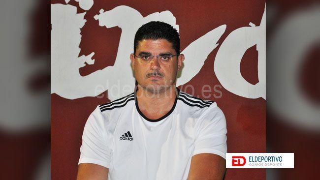 Foto de Fran Sosa, entrenador del CD Candela.