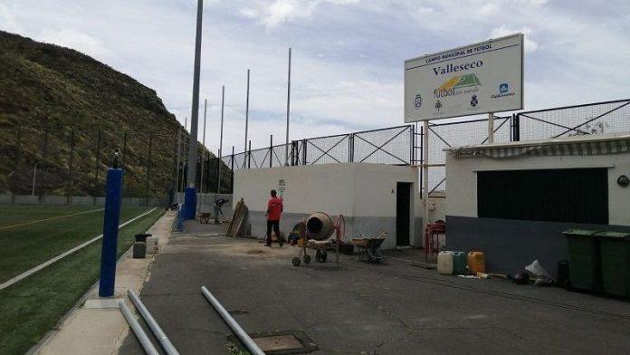 Comenzaron los trabajos en el campo de fútbol de Valleseco.