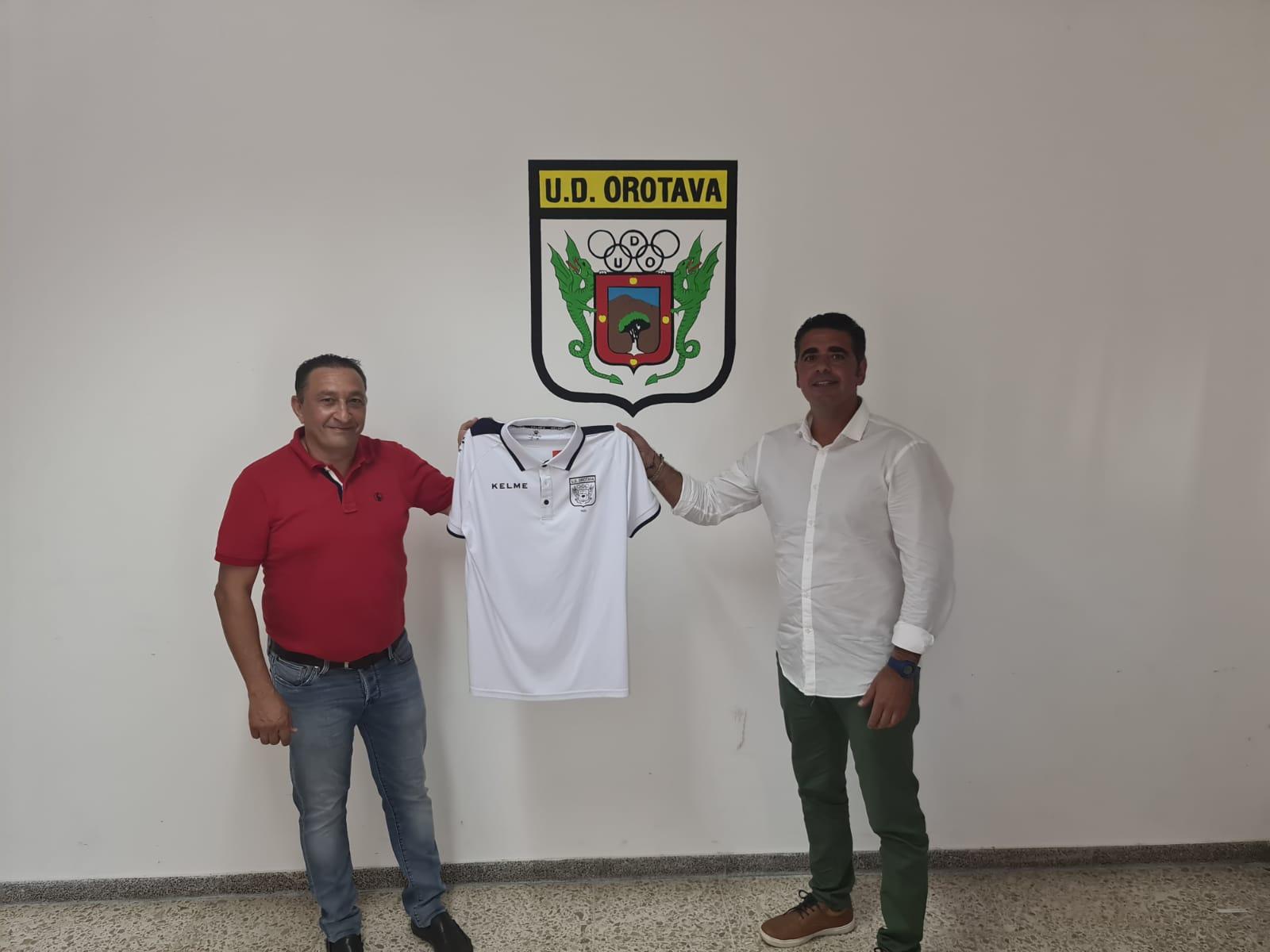 Foto de Javier con la camiseta de la UD Orotava.