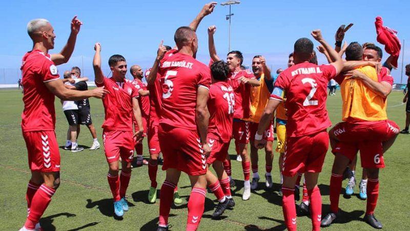 Los chicos celebran su triunfo dando brincos de alegría ante este hecho histórico, pues es el primer ascenso registrado de el equipo.