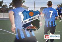 Imagen de tres jugadores del CD Arguijón, secuencia de un encuentro. Foto archivo.