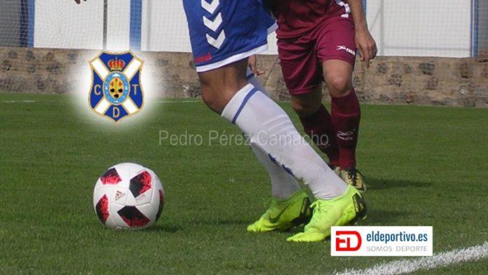 Secuencia donde se ve un jugador de el CD Tenerife en posesión de el balón... el escudo de el equipo flota en el aire.