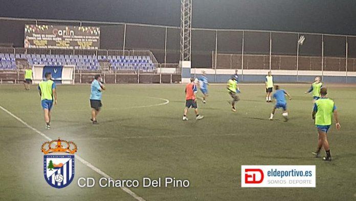 Imagen del CD Charco Del Pino entrenando.